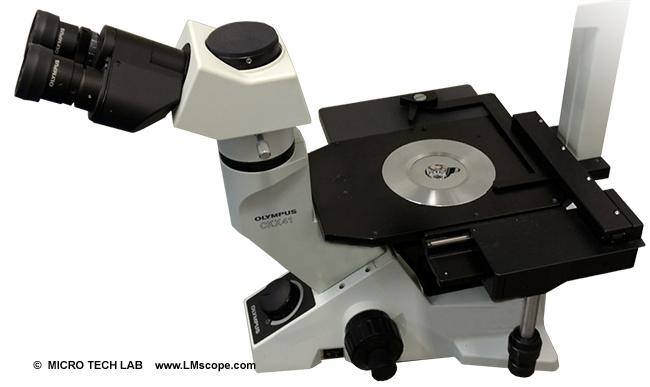 Ein trinokulares mikroskop im unteren preissegment mikrokristalle